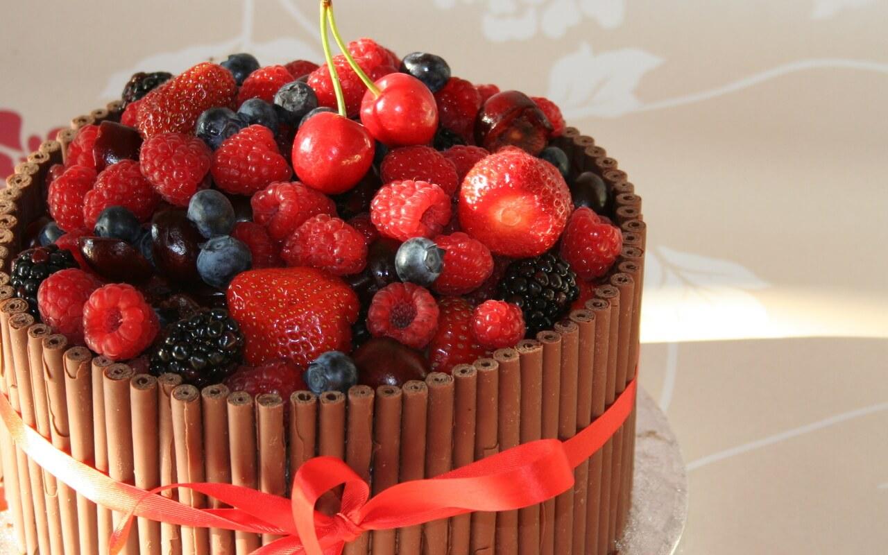 с днем рождения картинки фрукты ягоды иногда украшаются объемными